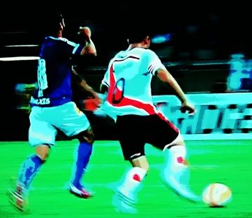 Gabriel Xavier agarra Gonzalo Martínez , é expulso e sai  aplaudido