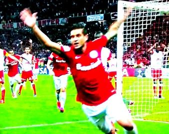Rafael Moura: aos 42 do segundo tempo, o gol da classificação