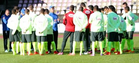 Sub-20: Rogério Micale conversa com o time antes de treino em New Plymouth - Foto:CBF