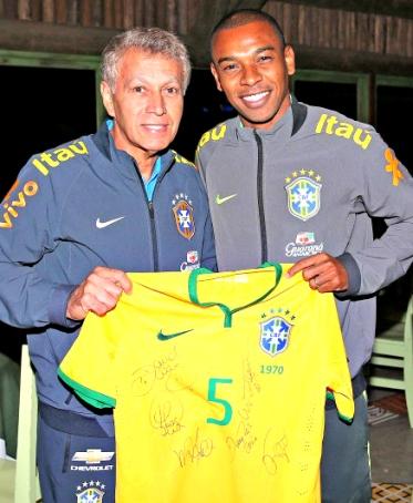 Clodoaldo: foto para o pai de Fernandinho - Foto: Rafael Ribeiro / CBF