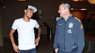 Neymar e Dunga: reencontro no Sul - Foto: Rafael Ribeiro/CBF
