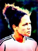Celia Sasic: adeus ao futebol