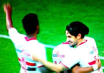 Pato: vitória do São Paulo alegra o Corinthians