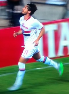 Pato: gols e aplausos no Morumbi