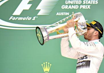 Lewis Hamilton: novo tricampeão da F- 1 - Foto: Studio Colombo/Pirelli