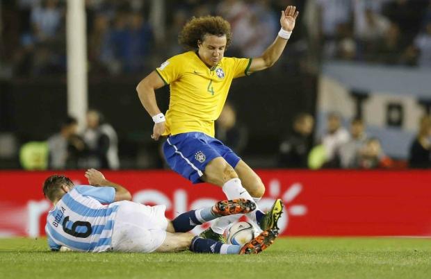 Não é o Quico, Maria Antonieta; é o David Luiz bufando contra os argentinos – Foto: Rafael Ribeiro/CBF