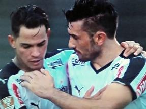 Giovanni Augusto e Dátolo comemoram gol atleticano