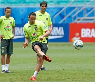 Ricardo Oliveira treina a mira na Fonte Nova – Foto: Rafael Ribeiro/CBF